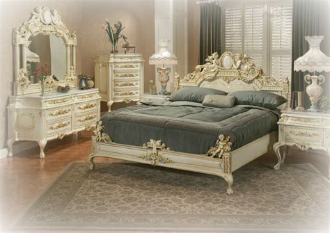 Traditional Bedroom Furniture Sets