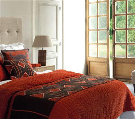 dans la chambre marier les couleurs dans la chambre linge de lit tapis