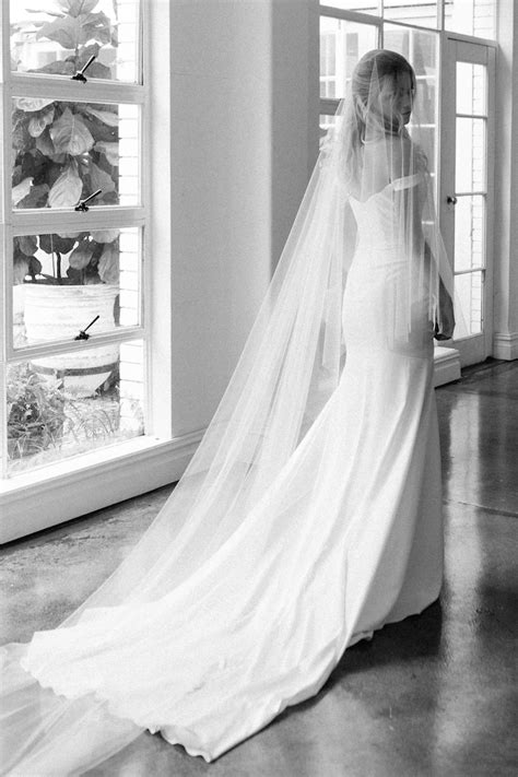 Long Wedding Veils From Floor Length To Cathedral Veil
