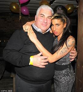Amy Winehouse's father Mitch SLAMMED by fans for 'milking ...
