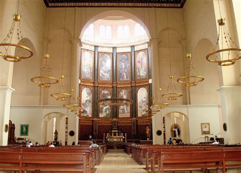 San Salvador Cathedral interior. Interior de Catedral de ...