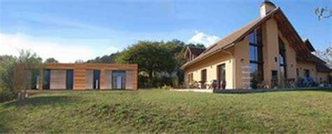 maison basse consommation en bois par architecture aml