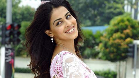 indian actress genelia wallpapers hd wallpapers id
