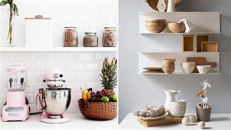 rangement etagere cuisine comment organiser des étagères ouvertes dans la cuisine