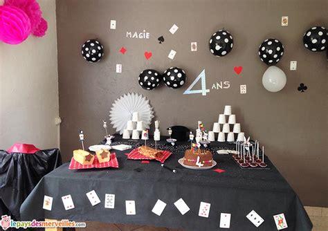 deco table anniversaire 2 ans parce qu avoir 4 ans c est un peu magique anniversaire th 232 me magie le pays des merveilles