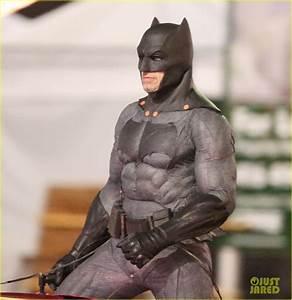 Batman Suicid Squad : ben affleck 39 s batman chases after jared leto 39 s joker in new 39 suicide squad 39 set photos photo ~ Medecine-chirurgie-esthetiques.com Avis de Voitures