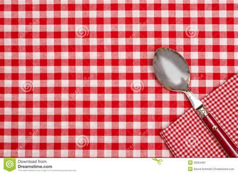 nappe a carreaux et blanc en papier nappe 224 carreaux avec des contr 244 les rouges et de blanc et une cuill 232 re