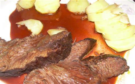 cuisiner des joues de boeuf recette joue de boeuf braisé au vin 750g