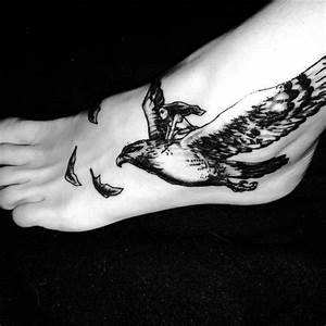 Tatouage Oiseau Homme : tatouage oiseau pied 20 tatouages d oiseau qui vont vous ~ Melissatoandfro.com Idées de Décoration