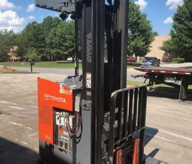 toyota reach forklift battery battery charger included