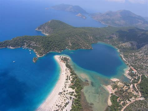 Hiring a Car to Reach the Most Paradisiacal Spots in Turkey