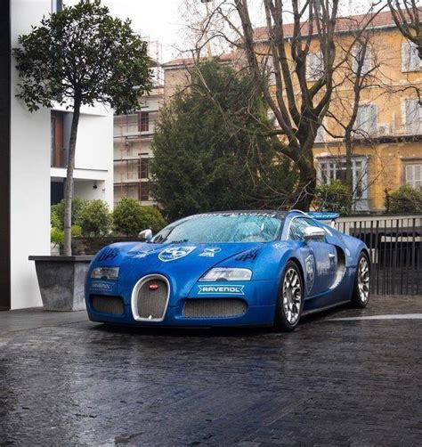 The bugatti veyron, taking every single detail as priority, made sure to assemble a team of both engineers and designers to create the car's interiors. Bugatti Veyron Grand Sport   Bugatti veyron, Super cars, Bugatti