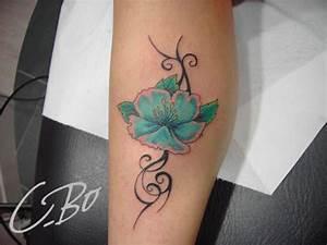 Tatouage Bras Femme Fleur : tatouage sablier old school sur bras de femme picture ~ Carolinahurricanesstore.com Idées de Décoration