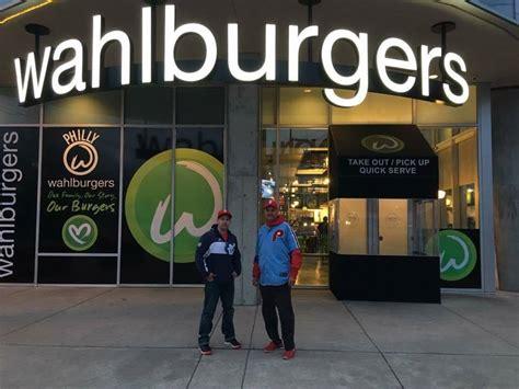 wahlburgers closed piazza doors