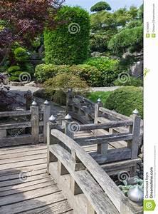 Ciseaux à Bois Japonais : passage couvert en bois de jardin japonais photo stock ~ Dailycaller-alerts.com Idées de Décoration