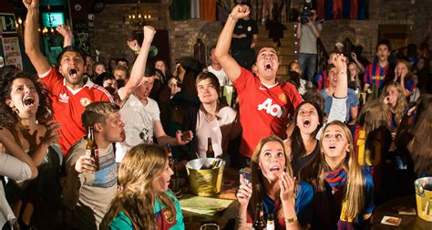 type of sport that fans watch on tv on thanksgiving best bars to watch football do not miss the next match