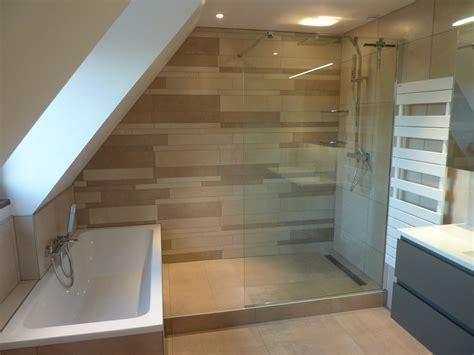salle de bain dans chambre sous comble deco chambre sous comble fashion designs