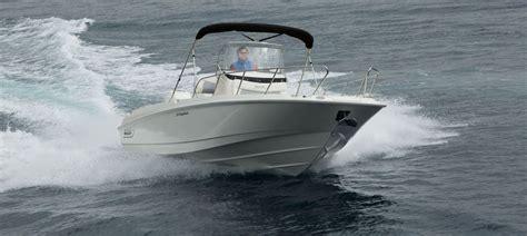 boston whaler  dauntless   boats award