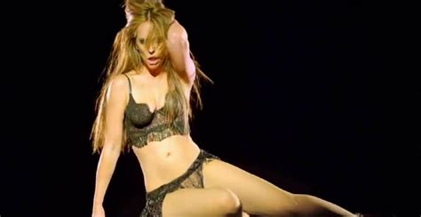 foto de Jennifer Love Hewitt's sexed up music video is too steamy