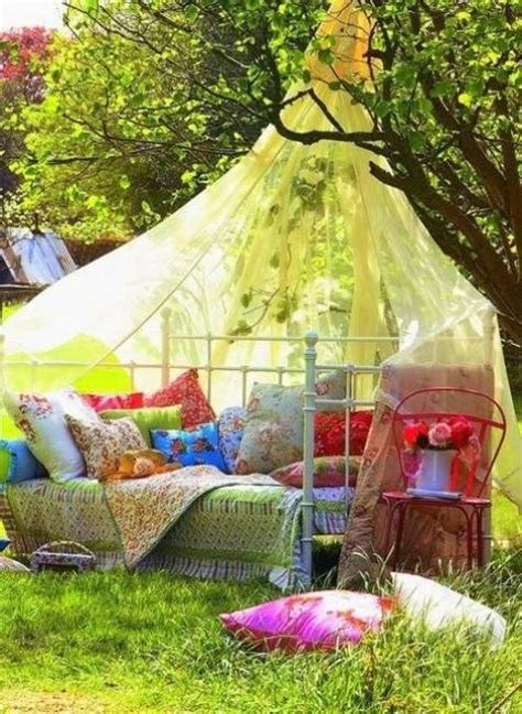 diy backyard decorating ideas 25 diy outdoor bed ideas summer decorating with spa beds