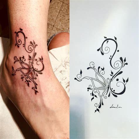 tattoo papillon  arabesques sur cheville lalite ink