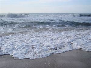 File:Tidal waves and the frothing sea.JPG - Wikimedia Commons