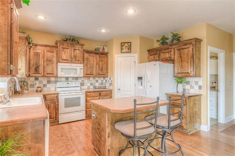 the island kitchen monarch view s summit 5 bed 4 1 bath home for 2716