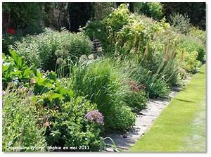 best idee massif de jardin ideas amazing house design With idee allee de maison 14 idee de massif de jardin obasinc
