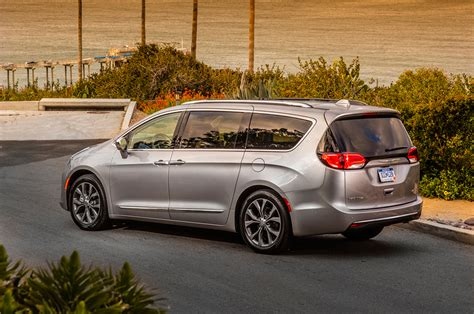 2017 Chrysler Pacifica First Drive Review - Motor Trend