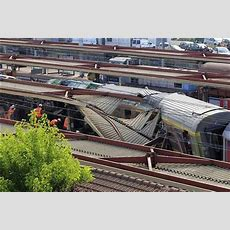 Track Fault May Have Caused French Train Crash Sncf Reuters