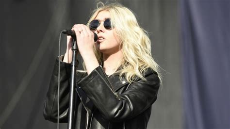 taylor momsen pays tribute  chris cornell  touring