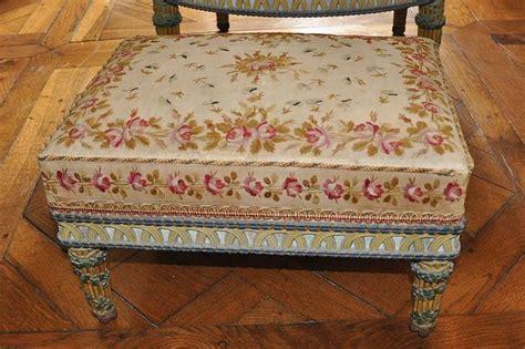 chambre de antoinette chambre de la reine mobilier aux épis tabouret tissu