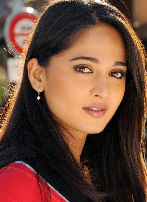 coogled actress anushka shetty latest hd pictures