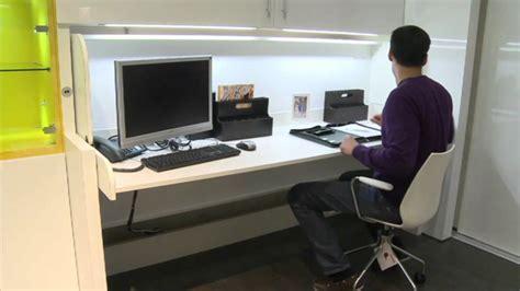 Gemütliches Schrank Mit Integriertem Schreibtisch