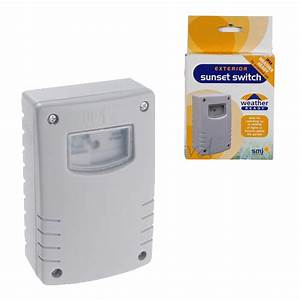 Weatherproof Ip44 Dusk To Dawn Sensor With Timer