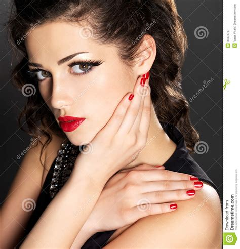 Beauty Fashion Woman With Red Nails And Makeup Stock Image - Image of manicure brunette 34878787
