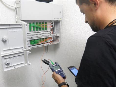 reportage orange installe une livebox dans un immeuble neuf 233 quip 233 de la fibre optique