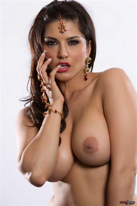 Hot Naked Chicks Sunny Leone Naked