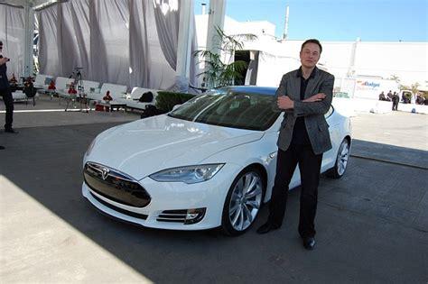 Couple Who Love Teslas Take Out Newspaper Ad Asking Elon