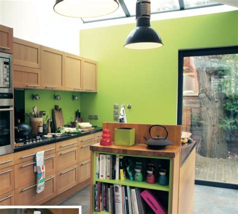 cuisine peinture verte un mur coloré dans la cuisine vert anis bois cuisine