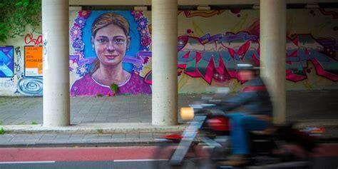 Graffiti Indri : Indringend Graffiti-eerbetoon Aan 9-jarige Aminga