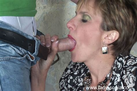 Horny Mature Lady Gives A Blowjob And Gets Slammed Outdoor