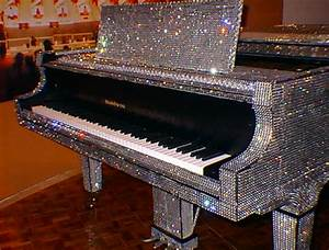 Requiem for the Liberace Museum | Pianos