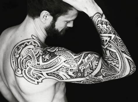 tatouage viking bras homme