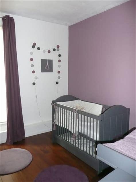 chambre bébé gris et style déco chambre bébé gris et violet