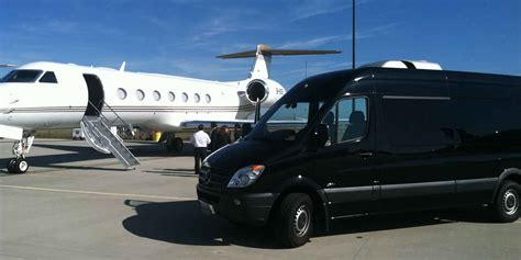Airport Limo Transfer by How Do Airport Limo Transfers Guarantee An Opulent Trip