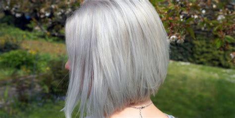 silber blond haare wie bekomme ich meine haare platinblond silberblond