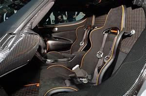 Interior del Koenigsegg Agera One 1 | Lista de Carros