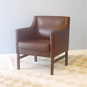 Fauteuil design scandinave mobilier vintage la maison retro for Fauteuil cuir design scandinave
