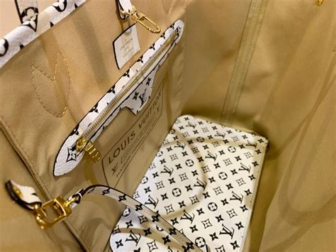 sold  louis vuitton neverfull mm khakibeige ladies tote bag summer   stdibs